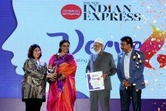 Shabana-Faizal-wins-inspiring-icon-award